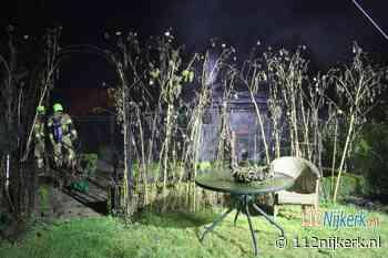 Brand verwoest tuinhuisje in aan de Voorthuizerstraat in Putten