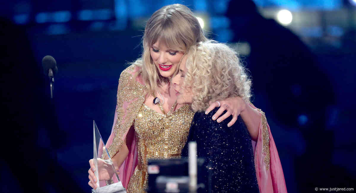 Taylor Swift Dedicates Special AMA Win to Carole King & Her Parents - Watch the Speech! (Video)