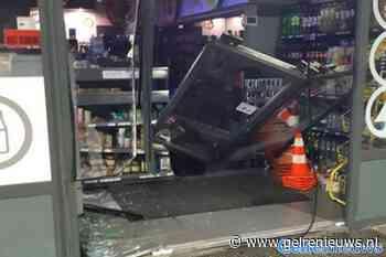 Kluis geroofd bij ramkraak op tankstation