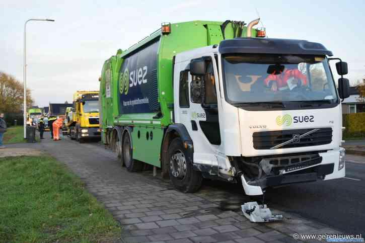 Vuilniswagen botst tegen auto in Huissen: voertuigen zwaar beschadigd