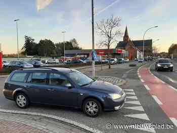 Drukte aan Carrefour zorgt voor gevaarlijk kruispunt