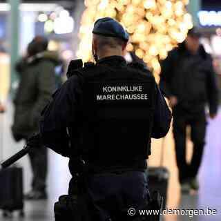Nederlandse antiterreurdienst houdt twee mannen aan voor beramen aanslagen met bomvesten en autobommen