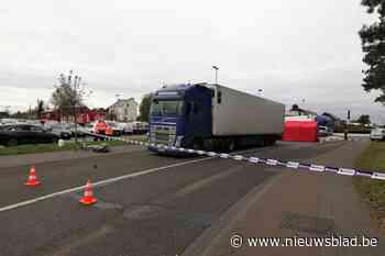 Fietsster (76) sterft onder wielen vrachtwagen