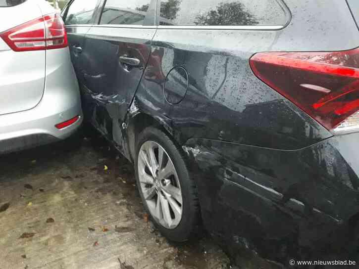 Dronken chauffeur ramt geparkeerde wagen in Ommegangstraat