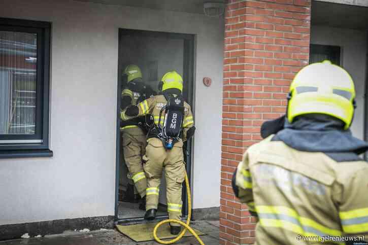 Woning onder de rook door vergeten pan op het vuur