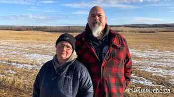 Alberta couple heartbroken after Earl, their pet pig, killed by intruders