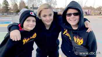 Kids save senior who takes nasty fall outside her home, return each week to help her