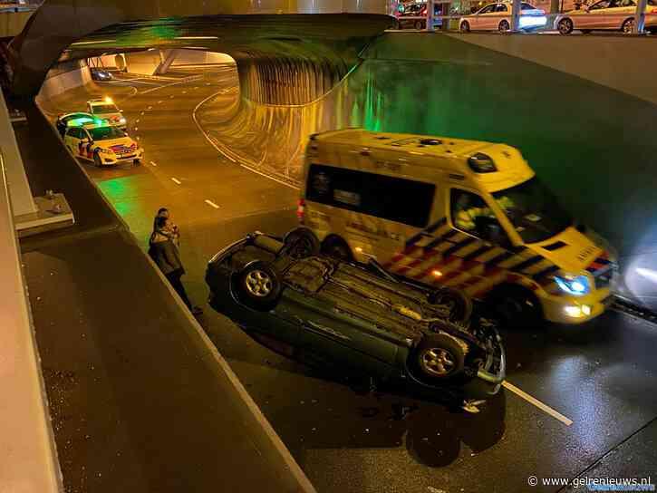 Wederom auto op de kop in Willemstunnel in Arnhem
