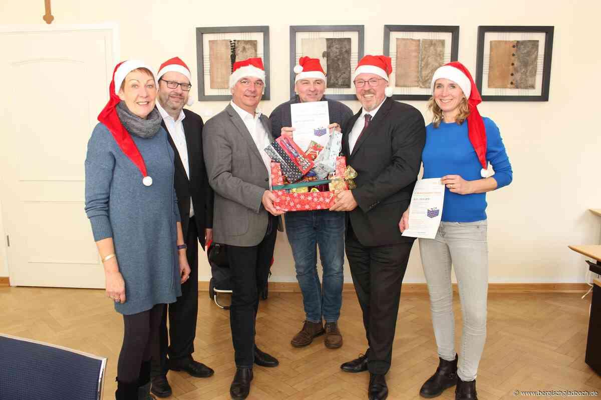 Weihnachtspakete für die Bergisch Gladbacher Tafel