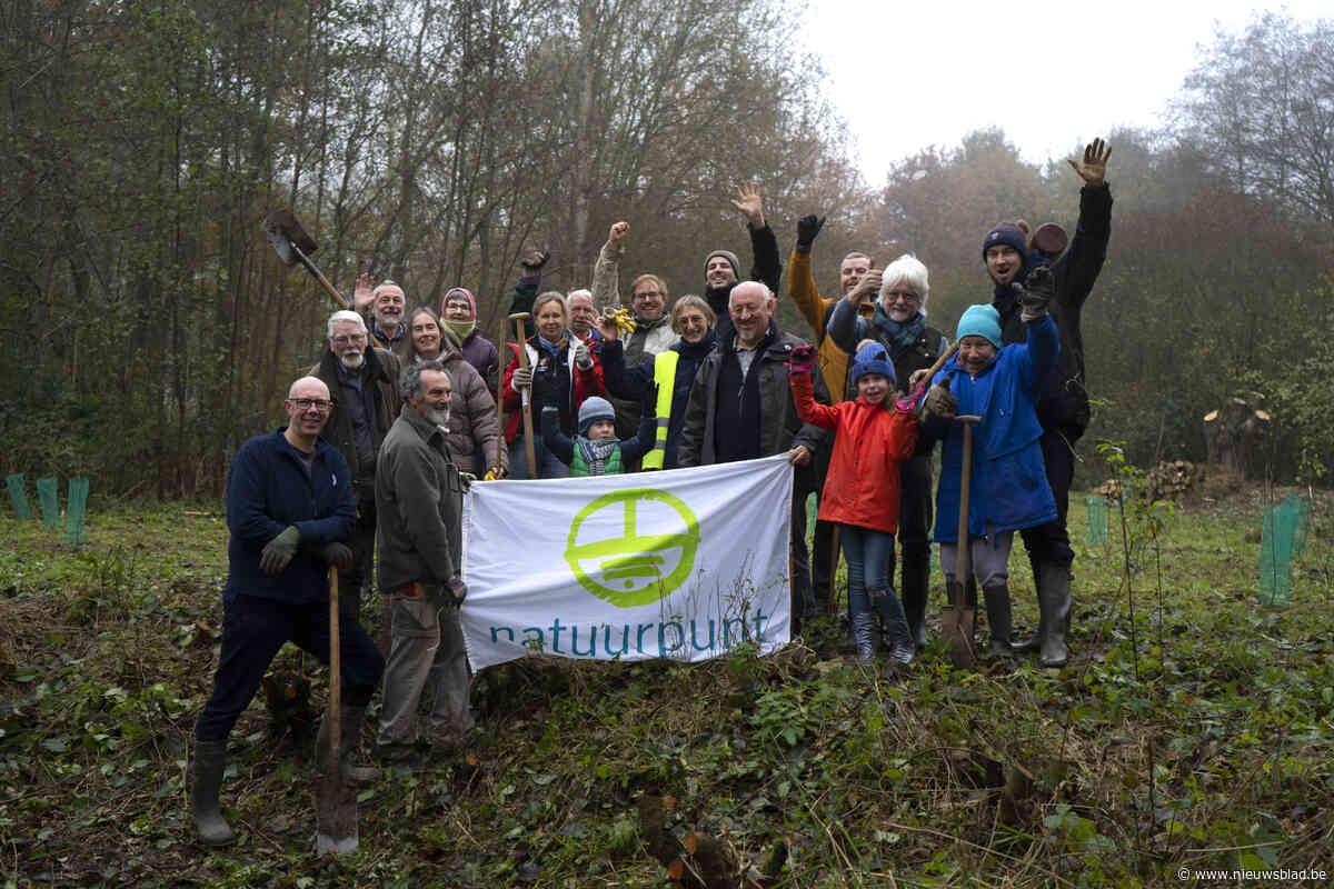 Natuurpunt plant 176 bomen in IJzenbeekbos