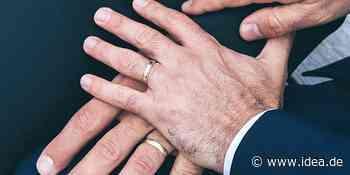 Homo-Segnung oder -Trauung: EKM-Gemeinden sollen entscheiden