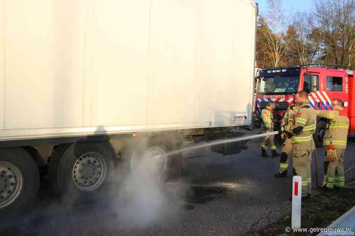 Parkeerplaats A12 bij Arnhem afgesloten door rokende vrachtwagen