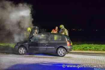 Auto in brand op A325 bij Elst