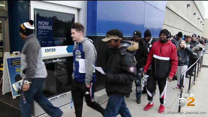 Eager Shoppers Head To Ross Twp. Bright And Early For Black Friday Deals