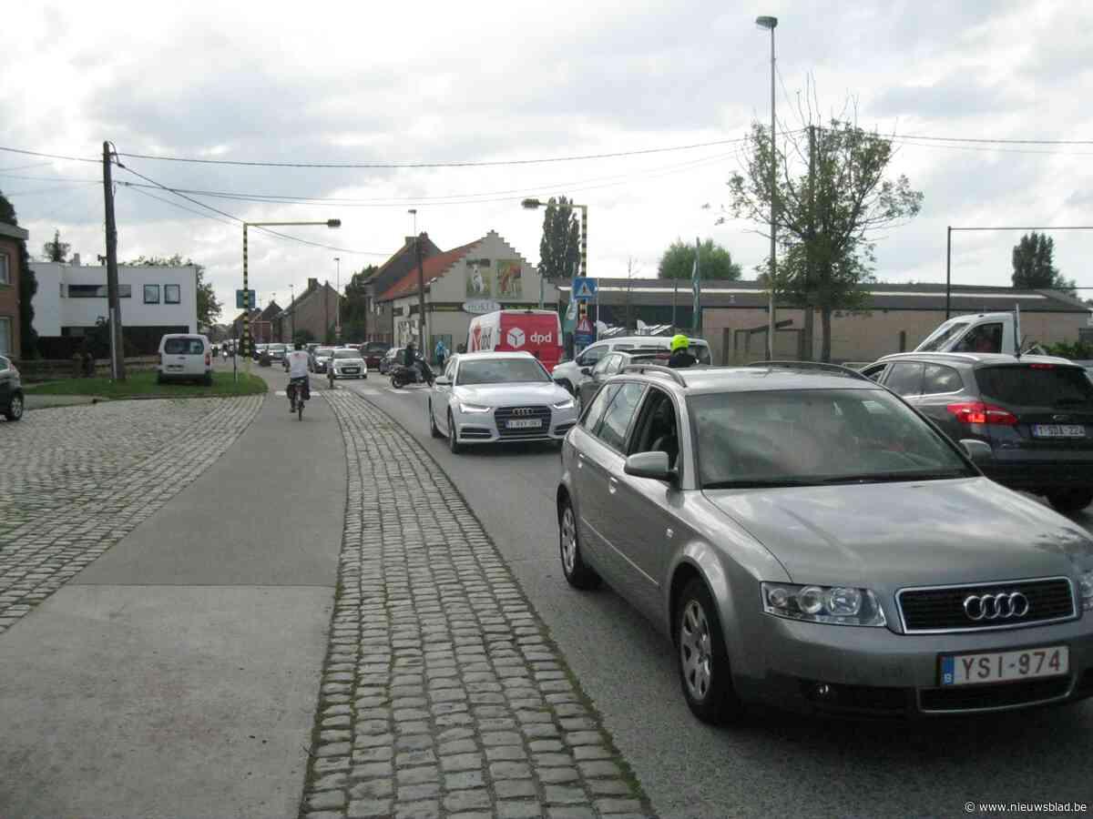 Verkeer expresweg moet veiliger: gemeente plaatst dan maar zelf verkeerslicht