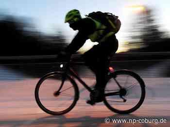 Marktrodach: Radfahrer rammt Fußgänger und haut ab