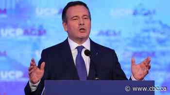 Jason Kenney invokes Ralph Klein in speech to UCP members at 1st AGM since election win