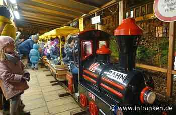 Kinder stürmen die Mini-Eisenbahn auf dem Lichtenfelser Marktplatz