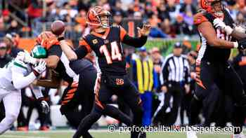 Bengals leading 17-6 at halftime in Andy Dalton's return to lineup
