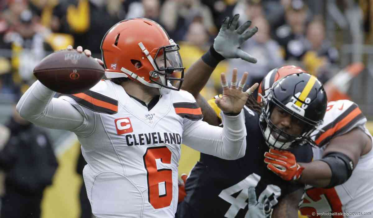 Baker Mayfield returns for second half after injuring hand