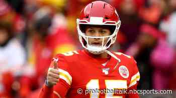 Chiefs pick off Derek Carr, take 7-0 lead