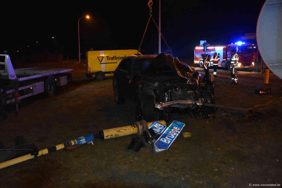 Eén persoon zwaargewond na ongeval op kruispunt E34 en Stoepestraat
