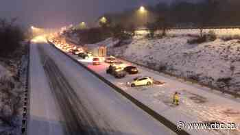 1 dead, Hwy. 401 westbound closed near Kingston, Ont., after major pileup