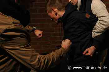 Massenschlägerei: 20 Menschen prügeln sich in Oberfranken auf offener Straße