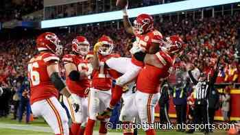 Chiefs trample Raiders 40-9