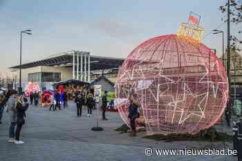 """Eerste weekend vernieuwde kerstmarkt valt in de smaak: """"Het is hier gezellig"""""""