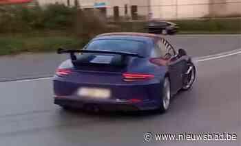 Ondanks videobeelden van levensgevaarlijk rijgedrag: bestuurder van paarse Porsche vrijgesproken voor 'driften' op rotonde
