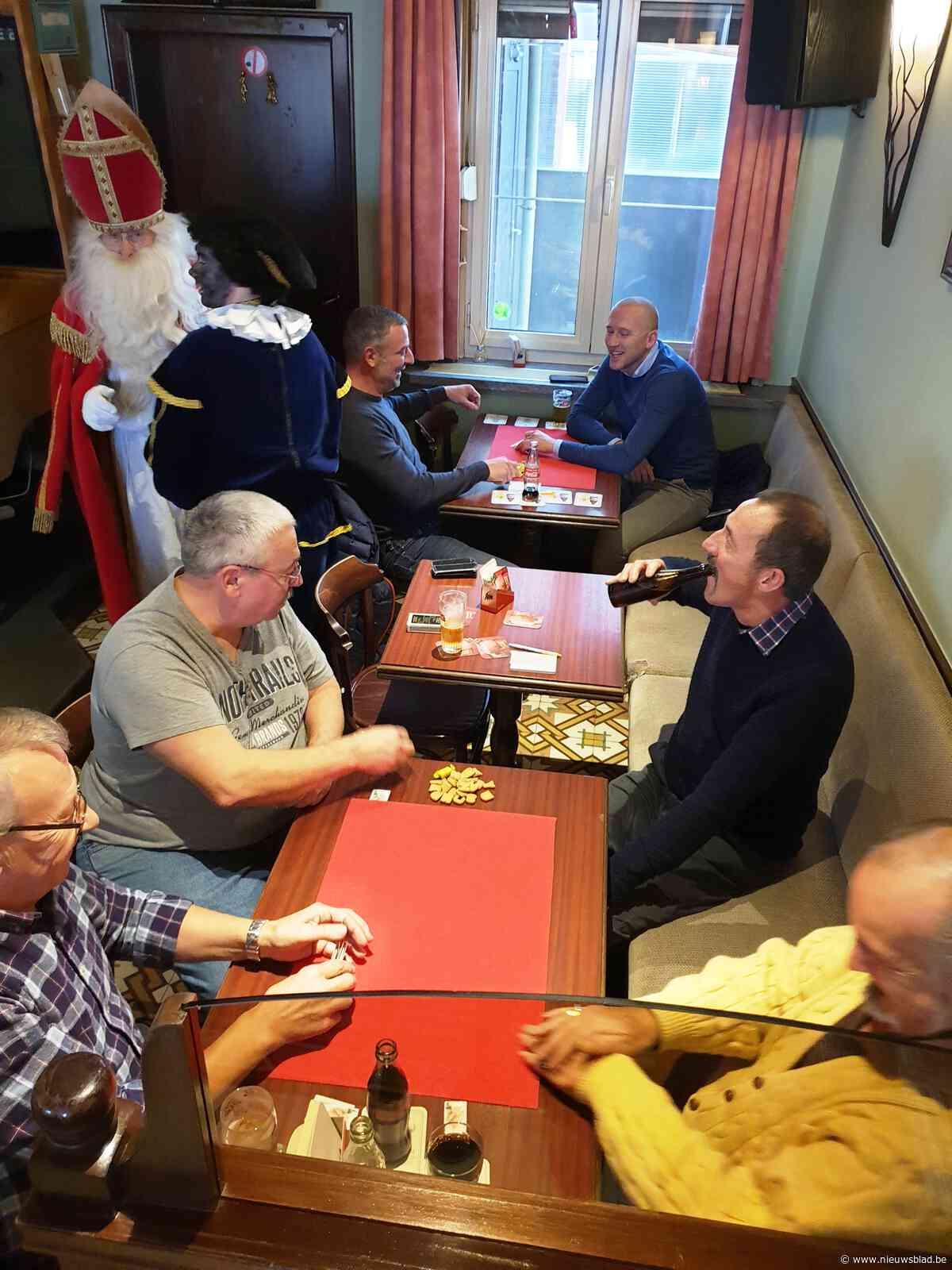 FOTO.  Café De Volle Pot speelt met kaarten en pitjesbak ten voordele van Levedale