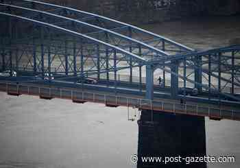 Inspectors find no problems with Smithfield Street Bridge after barge strike