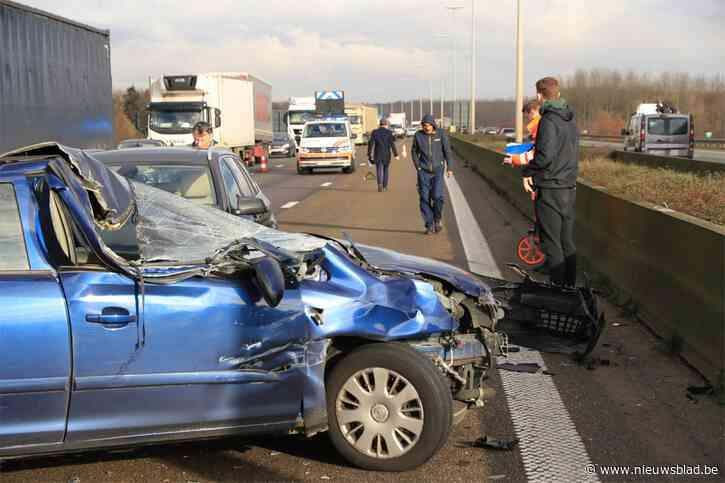 Geen gewonden na zware crash op E17