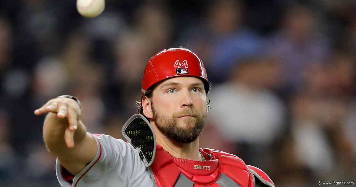 Angels won't make contract offer to catcher Kevan Smith