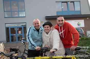 Swa (49) en Olie (42) fietsen 1.100 kilometer zonder slaap… en Carmen van 'FC De Kampioenen' sleurt hen over de finish