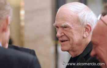 El escritor Milan Kundera recupera la nacionalidad checa