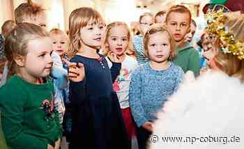 Mit Christkind: Kita-Kinder besuchen NP-Redaktion