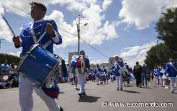 Vecinos de Quitumbe celebraron con un desfile las fiestas de Quito
