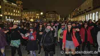 Feminismus: Tanz gegen Gewalt: 200 Frauen demonstrieren in Hamburg