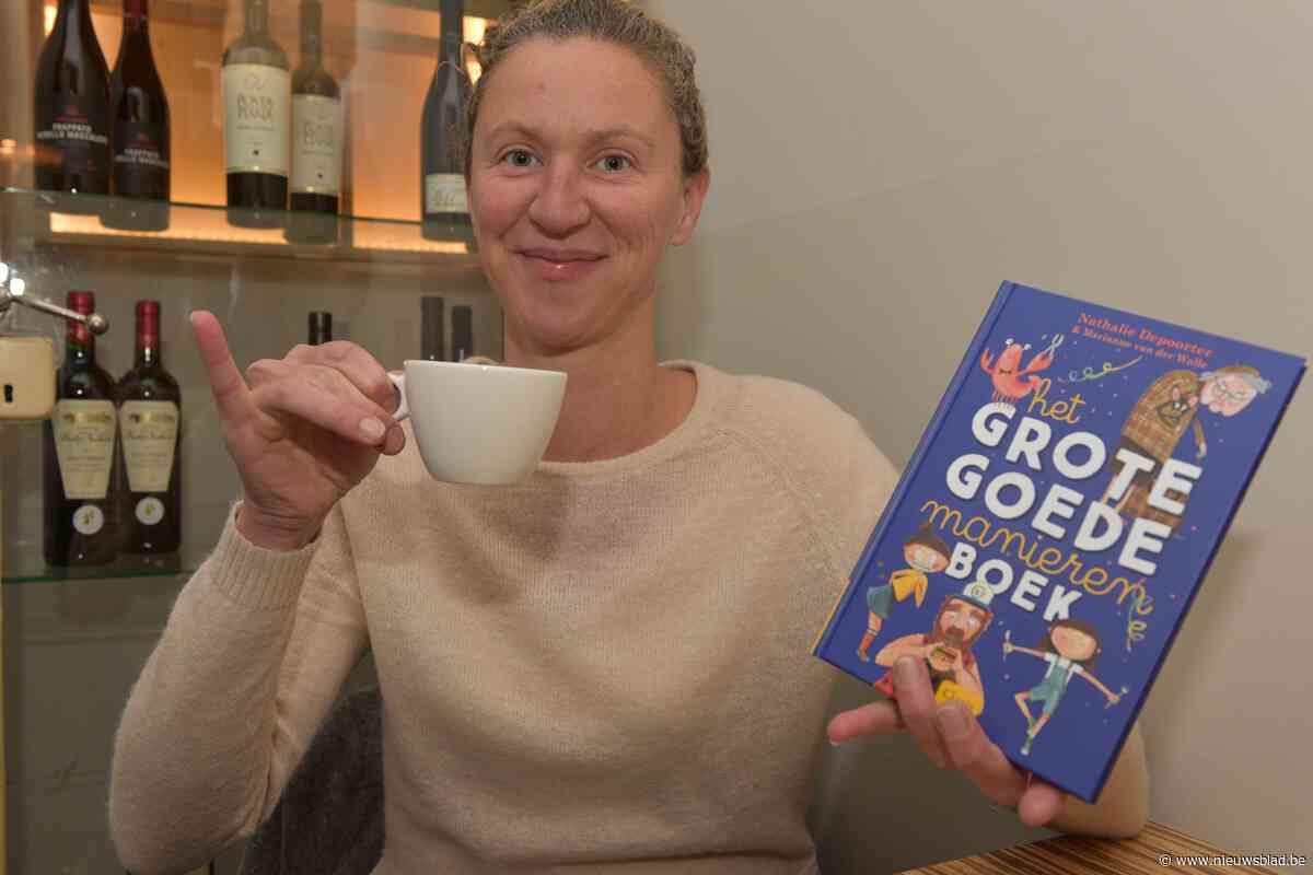 """Oostendse schrijft het 'Grote goede manierenboek' over kinderen en etiquette: """"Ik steek ook mijn mes in mijn mond als er niemand bij is"""""""