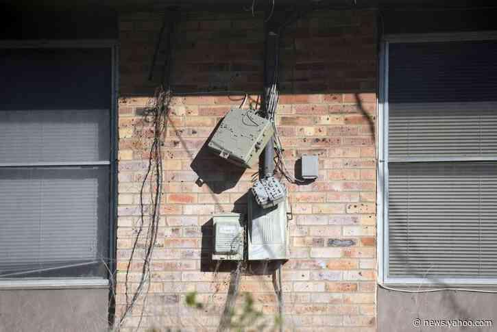 U.S. senators call for banning, prosecuting 'slumlords' of military housing