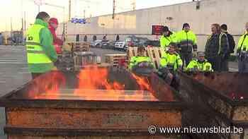 """VIDEO. Blokkades vakbonden AB InBev blijven duren: """"Wij blijven hier staan tot de directie naar ons luistert"""""""