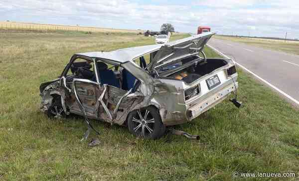 Un terrible choque entre un auto y un camión causó la muerte de una mujer