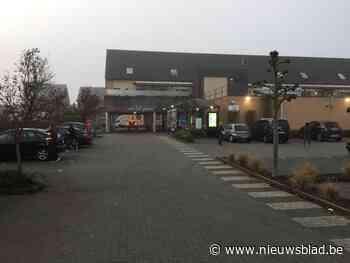 Inzittenden van auto weigeren politiecontrole aan Delhaize in Zonhoven