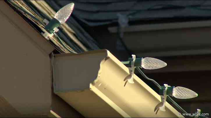 Texas man dies after falling off roof while hanging Christmas lights with his son