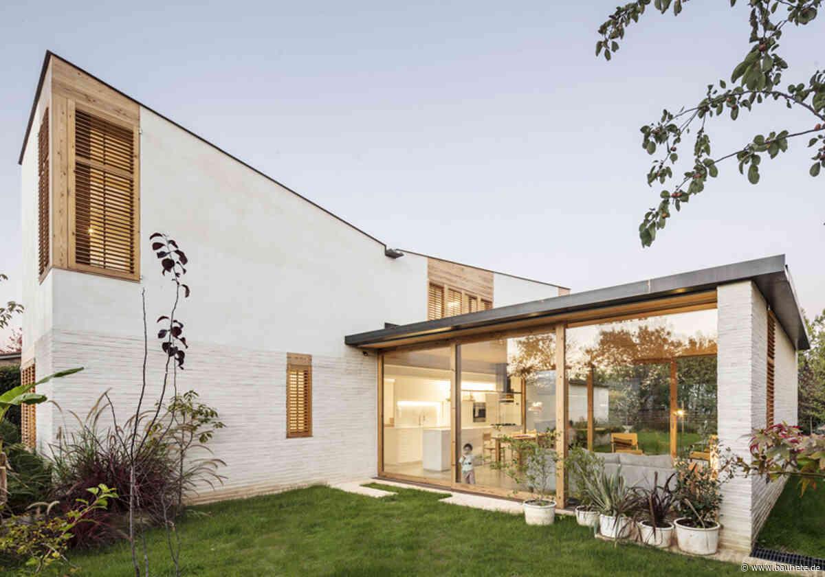 Für Büro und Familie  - Wohnhaus in Katalonien von Bernat Llauradó Auquer