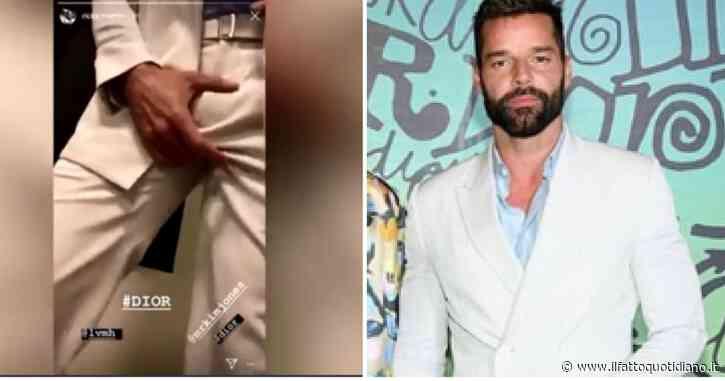 """Ricky Martin, la popstar si sistema i """"gioielli di famiglia"""" prima della sfilata di Dior: il video imbarazzante"""