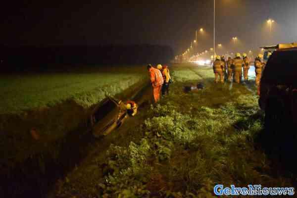 Auto in de sloot op de A50: automobilisten negeren rode kruizen