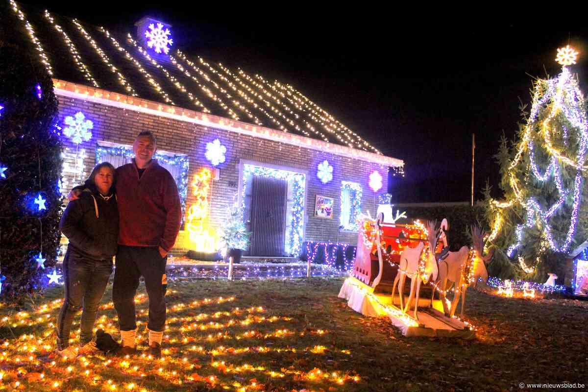 Het verlichte kersthuisje schittert weer